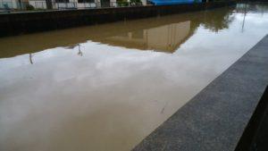 台風16号川
